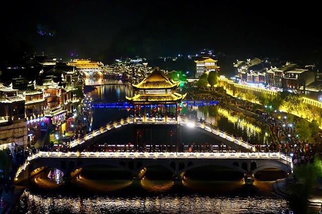 Tuy đã trải qua bao thăng trầm biến cố của lịch sử nhưng cầu Hồng Kiều vẫn được bảo tồn khá nguyên vẹn