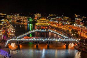 Ghé Lầu Phong Thúy Hồng Kiều trong tour Phượng Hoàng cổ trấn giá rẻ