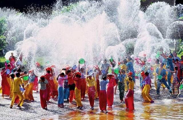 Du lịch Thái Lan tháng 4 để có cơ hội tham gia vào lễ hội té nước Songkran nổi tiếng