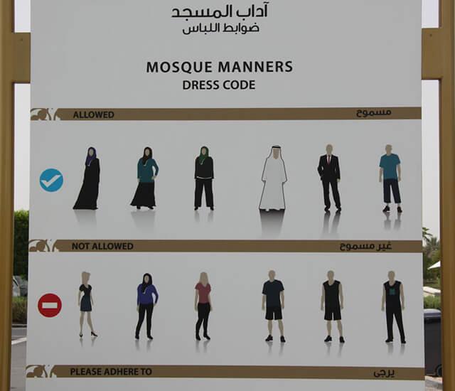 Quy tắc ăn mặc tại Dubai rất nghiêm ngặt, không cho phép mặc các trang phục ngắn và gợi cảm