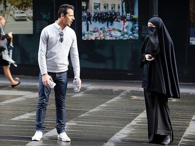 Tuyệt đối không được bắt tay với phụ nữ Hồi Giáo khi du lịch Dubai