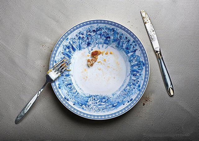 Để lại một chút thức ăn thừa trên đĩa để thể hiện phép lịch sự