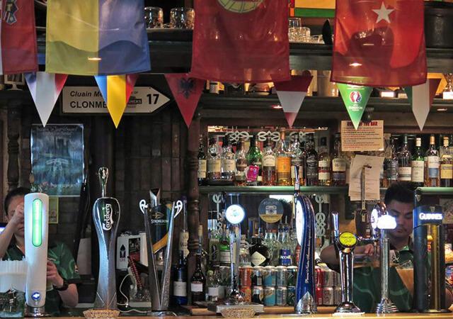Tại Dubai bạn chỉ nên uống rượu bia tại các quầy bar, khách sạn, hay nhà hàng