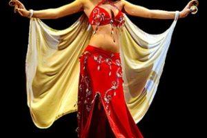 Thưởng thức múa bụng khi đi tour du lịch Dubai 6 ngày 5 đêm
