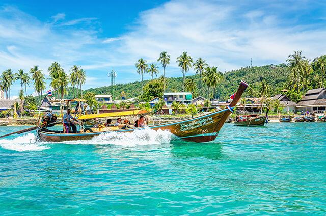 Nếu yêu thích các bãi biển ở xứ Chùa Tháp thì bạn nên đi tour Thái Lan vào tháng 9 vì lúc này lượng khách khá ít