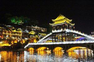 Ngắm Phượng Hoàng cổ trấn rực rỡ về đêm cùng Globaltravel