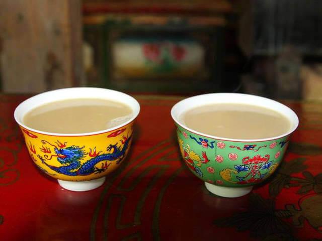 """Trà bơ được xem là """"quốc hồn"""" của người Tạng"""