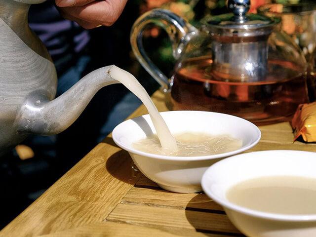 Trà bơ là thức uống thể hiện lòng mến khách của người Tạng