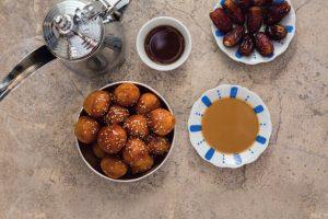 Bánh Luquaimat có vị chua xen lẫn vị ngọt rất vừa miệng