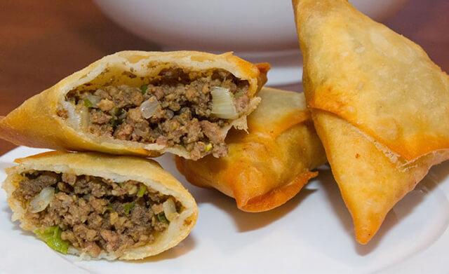 Món bánh Samboosa được nhồi thịt bên trong