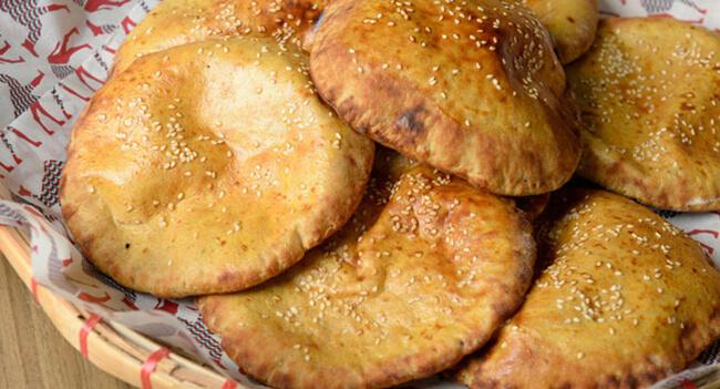 Món bánh Khubz rất phổ biến ở Dubai