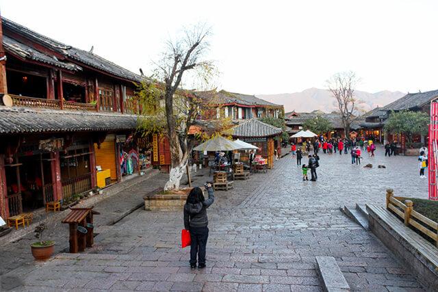Dạo quanh trấn cổ Lệ Giang để thăm thú và chụp ảnh