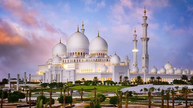 Thánh đường trắng Sheikh Zayed tuyệt đẹp của thành phố Hồi Giáo Dubai