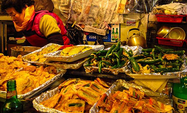 Chợ Gwangjang là ngôi chợ truyền thống và lâu đời của thủ đô Seoul