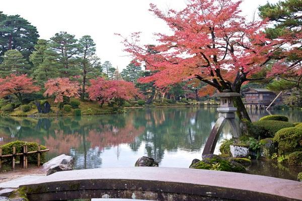 Vườn Kenrokuen vào mùa thu