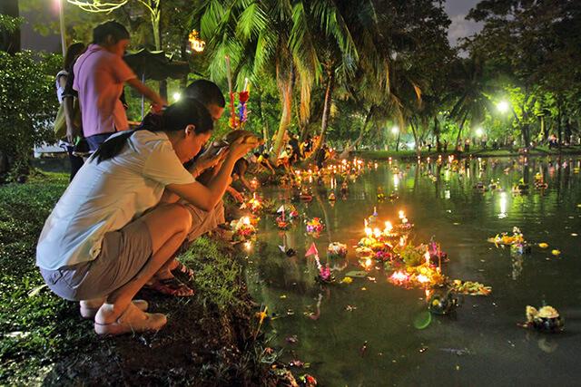 Loy Krathong là lễ hội lớn thứ 2 của xứ chùa Vàng, được tổ chức trên khắp đất nước Thái Lan vào rằm tháng 12 theo lịch Thái