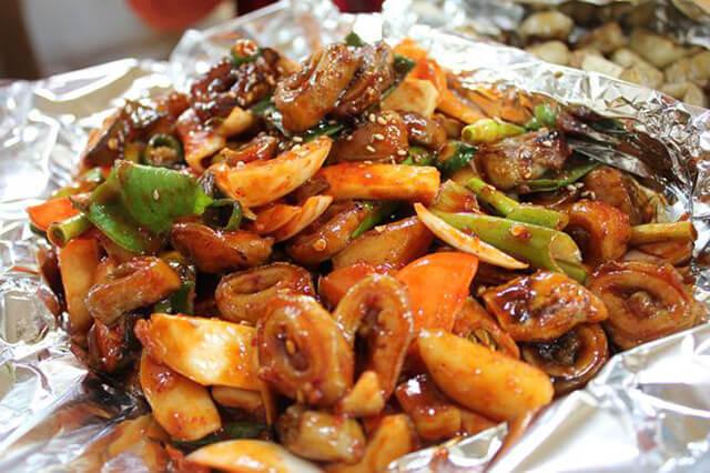 Wangsimni là khu phố lòng nổi tiếng mà bạn nên ghé khi du lịch Hàn Quốc