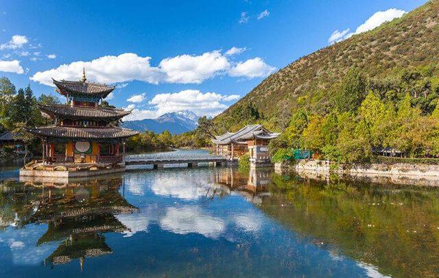 Công viên Hắc Long Đàm là một trong những thắng cảnh đặc sắc của tour Lệ Giang Shangrila