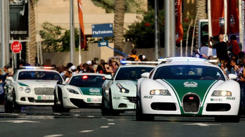 Cảnh sát ở Dubai chỉ đi xe sang
