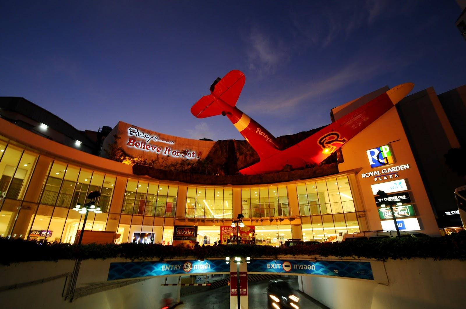 Khám phá Trung tâm thương mại Royal Garden Plaza
