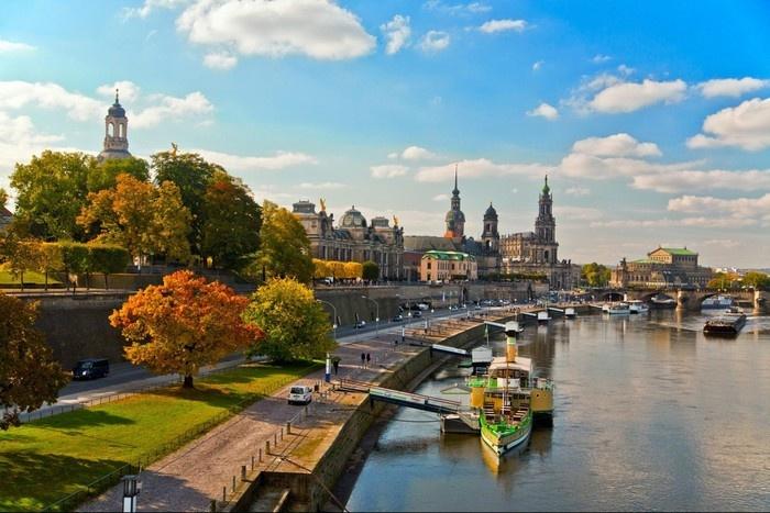 Lãng mạn một góc thành phố Dresden dọc bờ sông Elbe