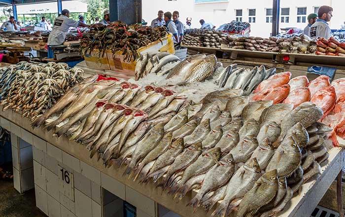 Cá tươi ngon tại chợ Deira, Dubai