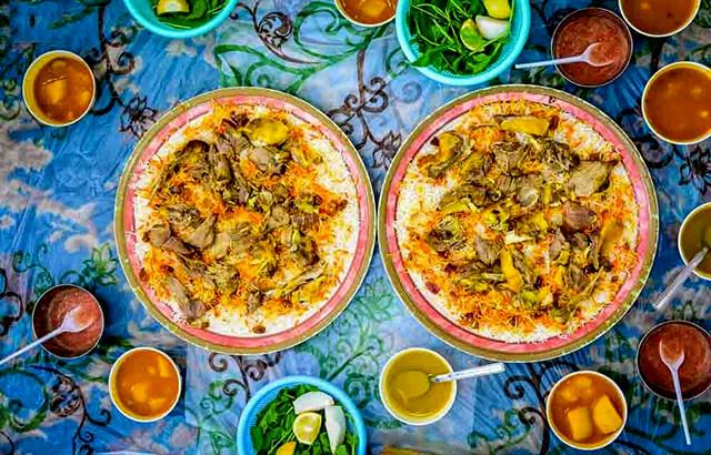 Không chỉ được chế biến từ nhiều nguyên liệu mà những món ăn kèm với cơm Mandi cũng vô cùng phong phú