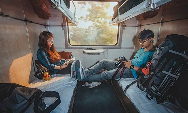 Nếu có nhiều thời gian và muốn ngắm cảnh xung quanh thì tàu hỏa là phương tiện mà bạn không nên thử