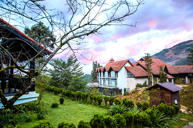 Ở Sapa có rất nhiều khách sạn, khu nghỉ dưỡng được xây dựng theo phong cách Châu Âu