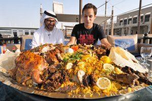 Thịt lạc đà là loại thực phẩm phổ biến tại Dubai, nổi tiếng nhất phải kể đến món lạc đà nướng