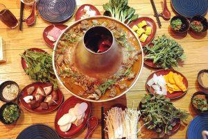 Bên cạnh các món ăn vặt thì tour du lịch Lệ Giang Shangrila còn ẩn chứa rất nhiều món lẩu ngon trứ danh đang chờ bạn đến khám phá
