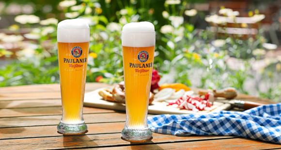 Thưởng thức bia ở Munich