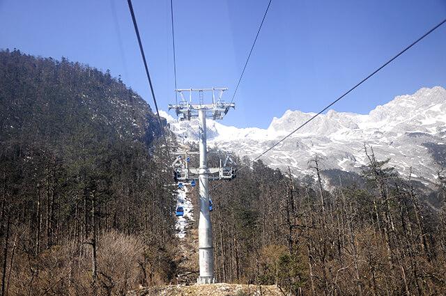 Nên đi cáp treo ở núi tuyết Ngọc Long để tránh tình trạng đông đúc