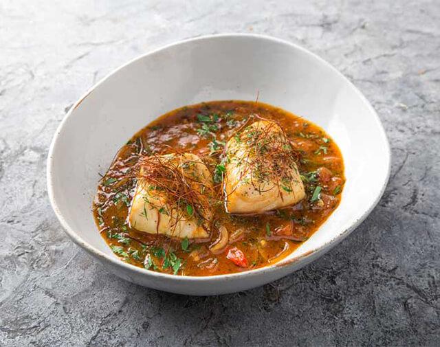 Marak samak là món ăn truyền thống của người Dubai, được chế biến từ cá và nhiều loại gia vị đặc trưng