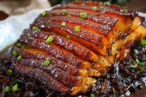 Món khâu nhục là món ăn phổ biến ở các tỉnh miền núi phía bắc, được chế biến rất cầu kì