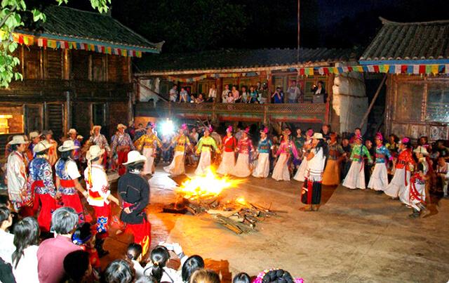 """Cộng đồng người Mosuo sinh sống tại khu vực hồ Lugu được mệnh danh là """" Tây Vương nữ quốc"""" của hiện thực"""