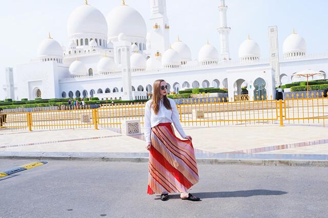 Việc lựa chọn trang phục du lịch Dubai cần tuân theo một số quy tắc mà bạn cần thiết