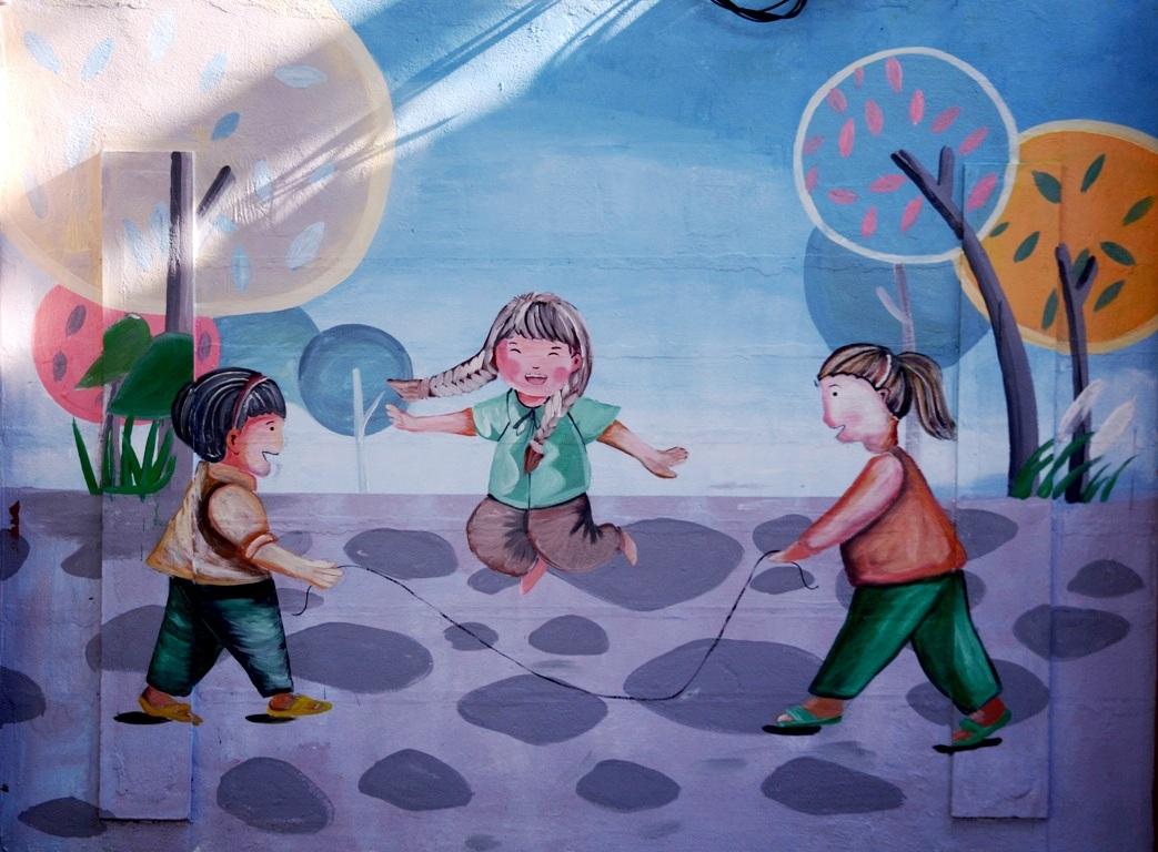 Ngập tràn sắc màu tuổi thơ trên phố bích họa mới của Đà Nẵng.