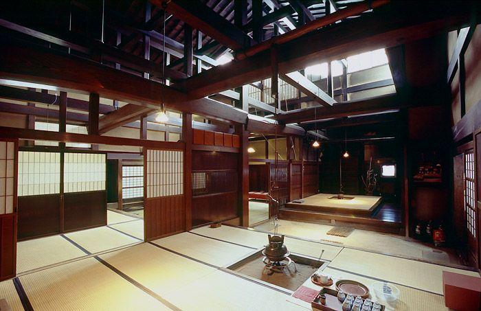Bên trong ngôi nhà Yoshijima