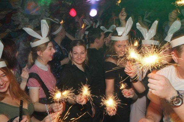 Đón năm mới ở Nga tại quán bar Purga ở Saint Petersburg