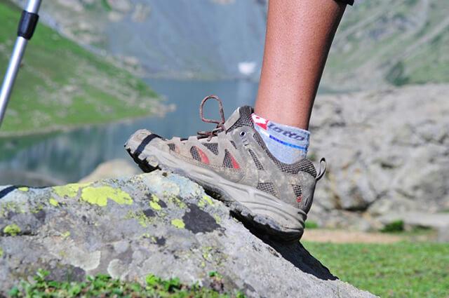 Một đôi giày êm nhẹ, thoải mái là rất cần thiết khi đi du lịch Sapa