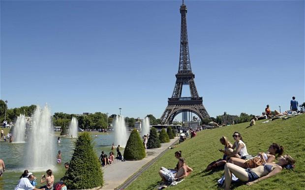 Paris là (trung tâm của) thế giới