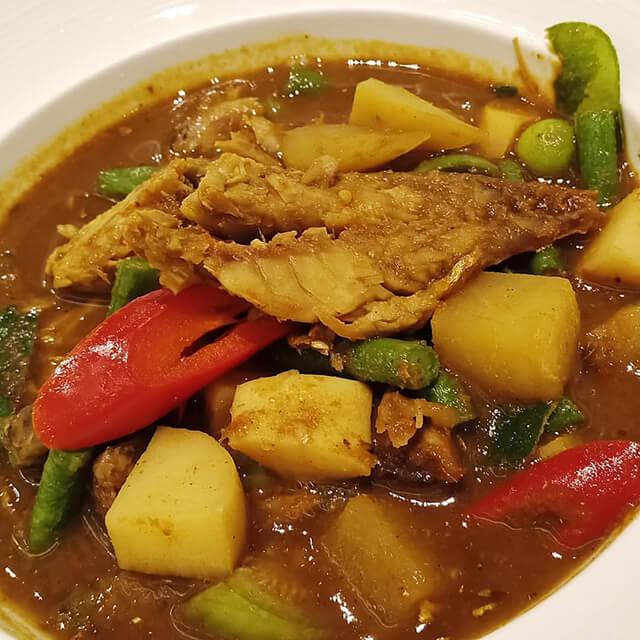 Geang Tai Pla được chế biến từ cá, bí ngô, gừng, nghệ cùng rất nhiều ớt khô