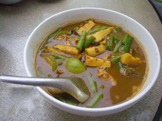 Geang Tai Pla là món ăn nổi tiếng cay của xứ chùa Vàng