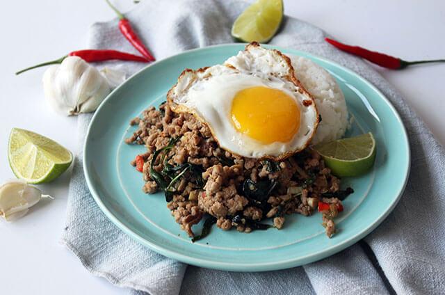 Pad Ka Prao là thịt xào hương nhu đặc trưng bởi vị cay nồng