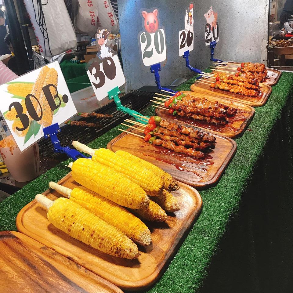 Thưởng thức ẩm thực ở chợ Ratchada