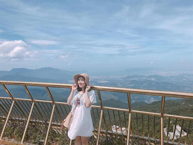"""Đến với cầu Vàng du khách trong tour Đà Nẵng sẽ tha hồ """" sống ảo"""" với những tấm hình đẹp lung linh"""