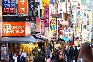 Chợ Myeongdong – Thiên đường mua sắm khi đi du lịch Hàn Quốc