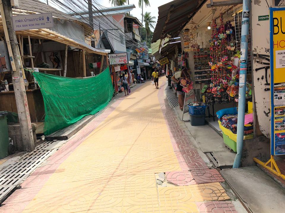 làng Koh Phi phi