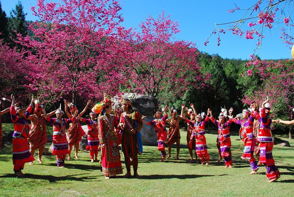 Làng văn hóa chín dân tộc